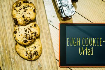 Cookies mit einem Tablet zur Verdeutlichung von Cookie Bannern für Websites mit auf deutsch EuGH Cookie-Urteil in englisch ECJ cookie judgment