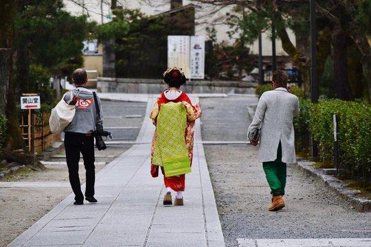 REAR VIEW OF geisha ON FOOTPATH