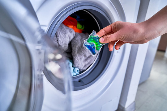 Using washing gel capsule for laundry