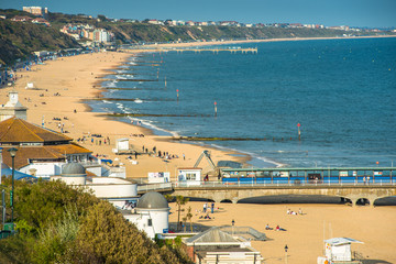 Elevated views of Bournemouth beach from the cliffs above. Dorset. England. UK. Fotoväggar