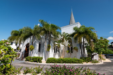 Fotomurales - Church in the centre of downtown George Town, Grand Cayman.