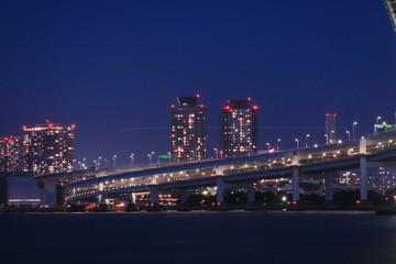 Foto auf Leinwand Stadtgebaude Illuminated City Against Sky At Night