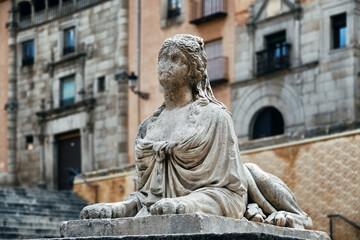 Fototapete - Segovia Lion woman sculpture
