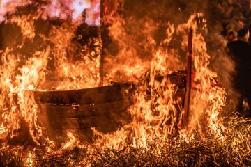 barque en flamme