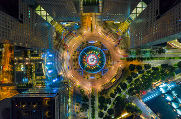 Fototapete - Top view of the Singapore landmark financial business district with skyscraper. Fountain of Wealth at Suntec city in Singapore at night