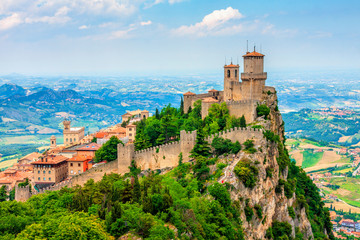 Spoed Fotobehang Oude gebouw Rocca della Guaita, the most ancient fortress of San Marino, Italy.