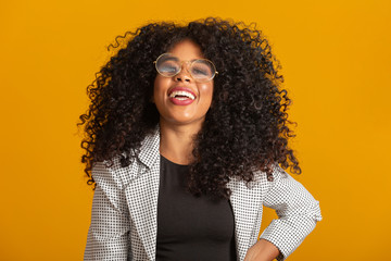 Afro woman smiling at the camera with your glasses