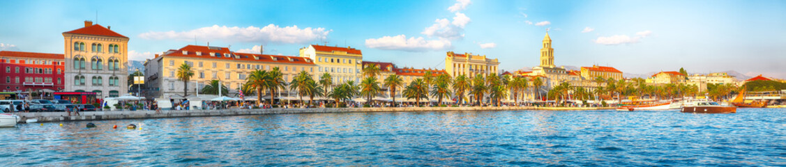 In de dag Mediterraans Europa Amazing view of the promenade the Old Town of Split with the Palace of Diocletian and marina.