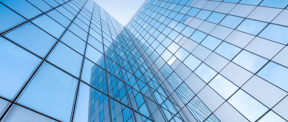 glass facades of modern office buildings and reflection of blue sky Fototapete