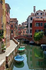Autocollant pour porte Venise BOATS MOORED BY BUILDINGS AGAINST SKY