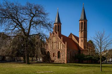 """Ehemalige Dorfkirche """"Zu den vier Evangelisten"""" in Berlin-Pankow, Ansicht von Osten"""