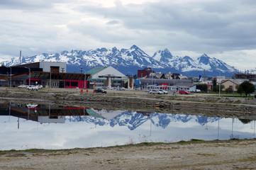 Foto op Aluminium Arctica HOUSES ON SNOWCAPPED MOUNTAIN AGAINST CLOUDY SKY
