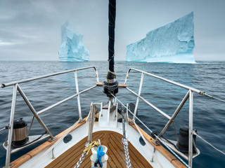 ride through two icebergs by yacht