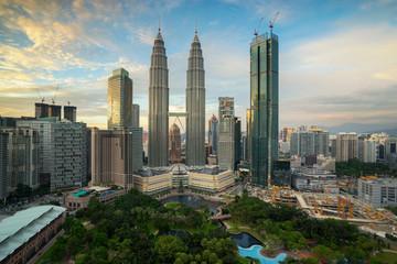 Fotobehang Kuala Lumpur VIEW OF CITYSCAPE AGAINST CLOUDY SKY