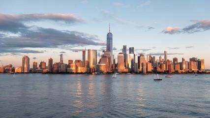 Fotobehang Amerikaanse Plekken MODERN BUILDINGS IN CITY AGAINST CLOUDY SKY