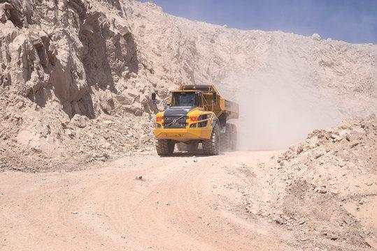 Articulated mining truck