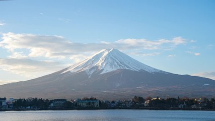 Wall Mural - Close up view of Mount Fuji with Lake Kawaguchiko in Japan