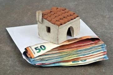 Apport personnel en euro dans une enveloppe