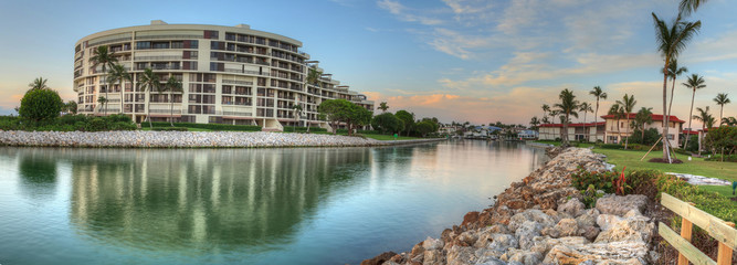 Foto auf AluDibond Neapel PANORAMIC VIEW OF BUILDINGS BY RIVER AGAINST SKY