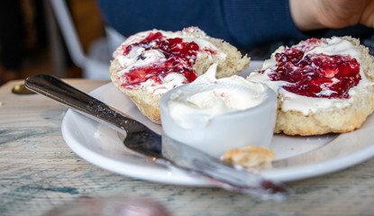 A scone with clotted cream and strawberry jam. Fotomurales