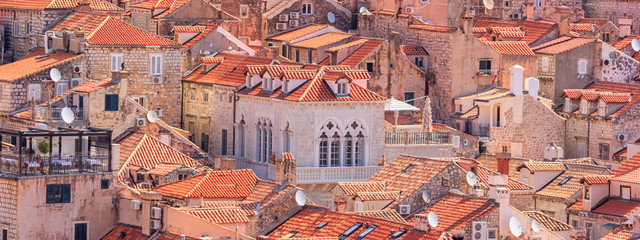 Photo sur cadre textile Europe Méditérranéenne Summer mediterranean cityscape, banner - view of the roofs of the Old Town of Dubrovnik, on the Adriatic coast of Croatia