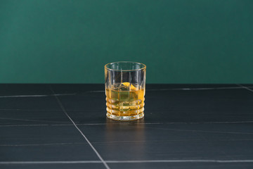Foto op Plexiglas Alcohol glass of alcoholic coctail with ice