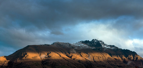 Foto op Plexiglas Blauwe jeans Queenstown New Zealand. Mountains. Clouds. Snow. Aerial.