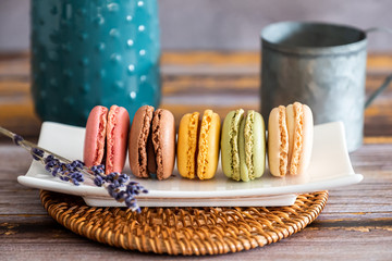 Printed kitchen splashbacks Macarons Assortiment de macarons fait maison colorés