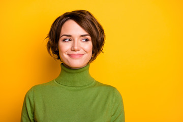 Papiers peints Salon de coiffure Closeup photo of funny short hairdo lady charming smiling good mood looking side empty space sly eyes wear casual green warm turtleneck isolated yellow color background
