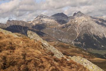 Alpenidylle; Blick von Süden auf die Splügener Kalkberge
