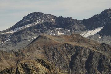 Hochalpine Bergwelt; Plick zum Piz Spadolazzo (Platta-Gruppe)