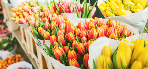 Photo sur Aluminium Tulip tulips for sale at street flowers market