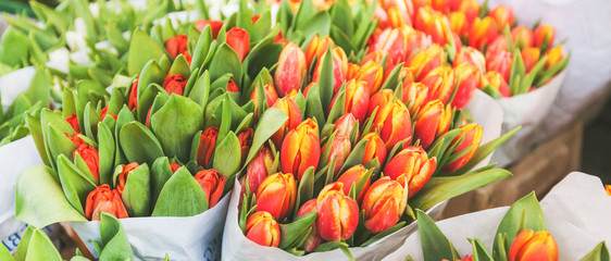 Fotorolgordijn Tulp tulips for sale at street flowers market