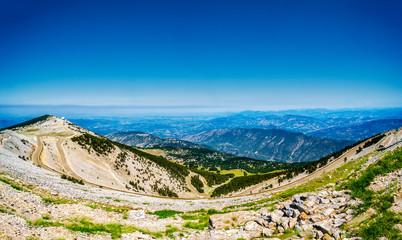 Blick über den Nebengipfel des Mont Ventoux Richtung Rhonetal