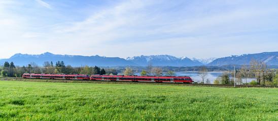 Wall Mural - Regionalbahn  passiert den Staffelsee nahe Murnau in Oberbayern