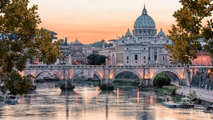 Spoed Fotobehang Oude gebouw Beautiful sunset on the city of Rome in evening