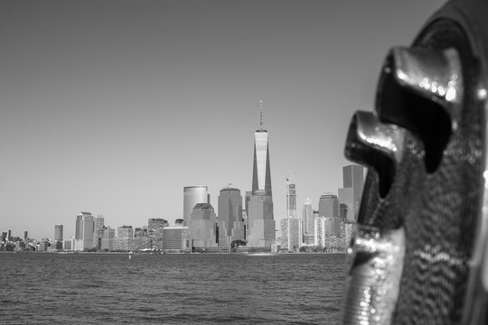 River By One World Trade Center With Cityscape Against Sky