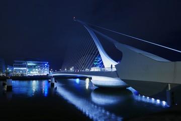 Fotomurales - Bridge Over River At Night
