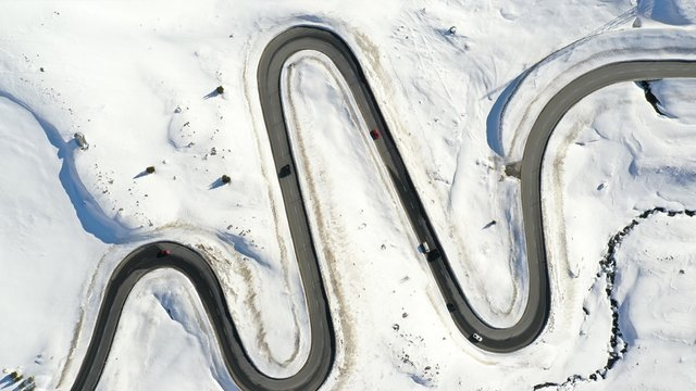 Passtrasse im Schnee