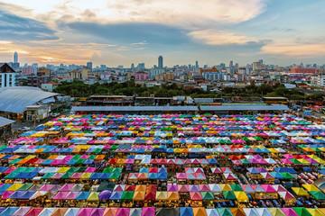 Fototapete - Train night market in Ratchadapisek, Bangkok