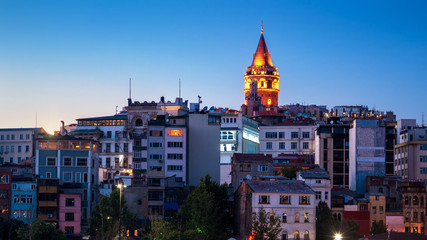 Fototapete - Galata Tower at night, Istanbul, Turkey. Medieval Galata Tower is a famous landmark of Istanbul city. Panorama of Beyoglu district of Istanbul in evening.