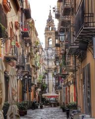 Papiers peints La Havane Pathway Amidst Buildings In City