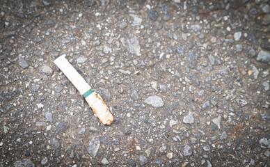ポイ捨てされたタバコの写真/環境・社会問題のイメージ/喫煙者のマナー