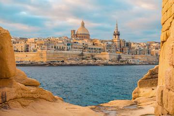 Obraz View of Valletta, Malta old town skyline from Sliema city on the other side of Marsans harbor - fototapety do salonu