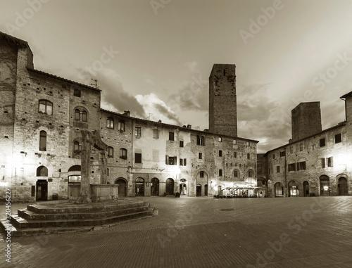 Fototapete Dusk scene of Medieval Village San Gimignano in Tuscany, Italy, Europe