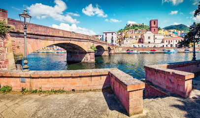 Photo sur Aluminium Europe Méditérranéenne Sunny spring cityscape of Bosa town with Ponte Vecchio bridge across the Temo river. Captivating morning view of Sardinia island, Italy, Europe. Traveling concept background..