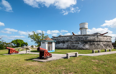 Fotomurales - Landscape with Fort Fincastle and old cannons. New Providence, Nassau, Bahamas