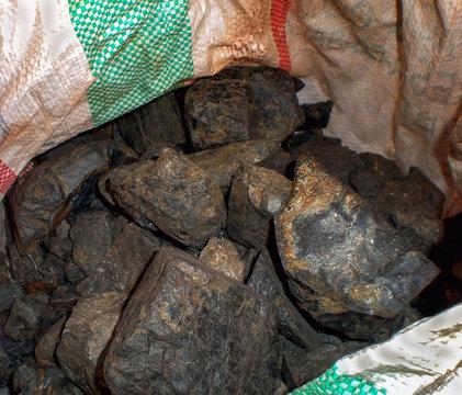 Coltan ore contains metals of Tantalum and Niobium