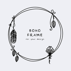 Stores à enrouleur Style Boho Beautiful boho frame with hanging feathers and leaves vector