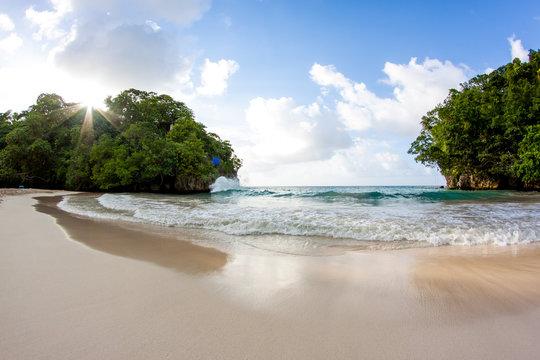 Frenchman's Cove beach Panorama mit Sandstrand und türkisen Wasser in Jamaika Portland